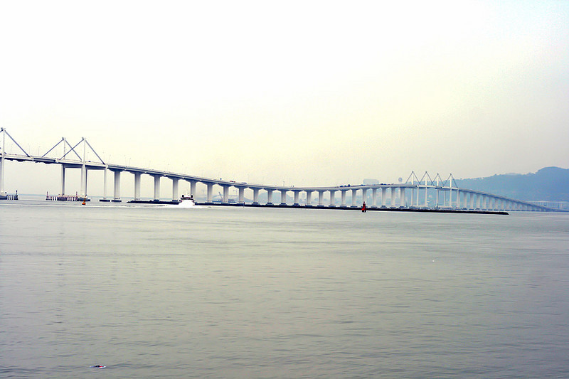 The friendship bridge connectiong the 2 islands of Macau