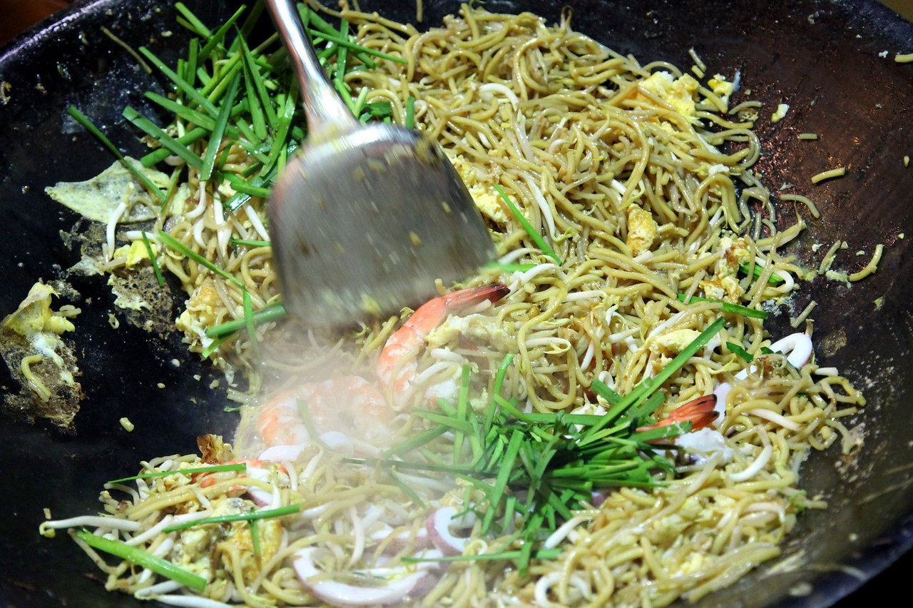 Hokkien Mee has evolved and established quite a respectable reputation for itself, and a large following among the local population. Priced around 5 Singapore Dollars per plate, it is big enough to satisfy one person. An $8 serving feeds two, and for $15 a group of four is happily satisfied. Hokkien Mee is priced to be an ordinary man's meal with a taste fit for royalty. This perhaps explains why you find it off the beaten tourist path.