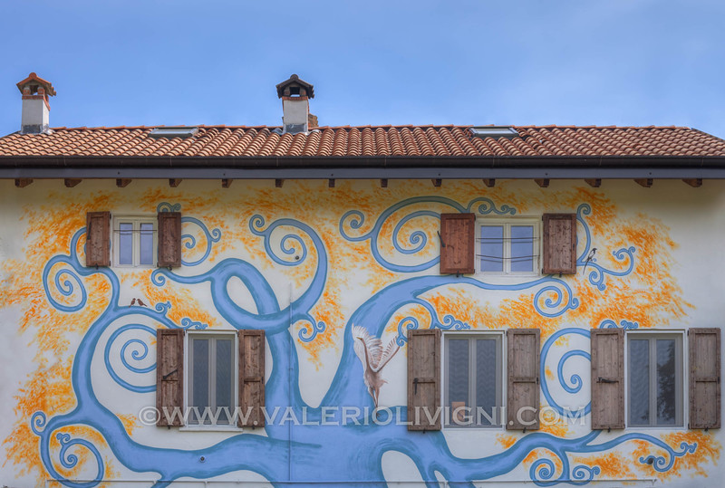 Painted house in the Three Lakes Park - Casa dipinta nel parco dei tre laghi