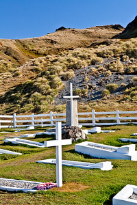 GR116    Cemetery, Shackleton's grave, three crosses lined up.