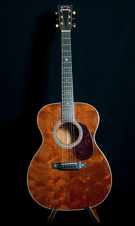 Martin 000-40Q2-GN. Limited edition Graham Nash Signature Model. Quilted Mahogany top, back and sides.