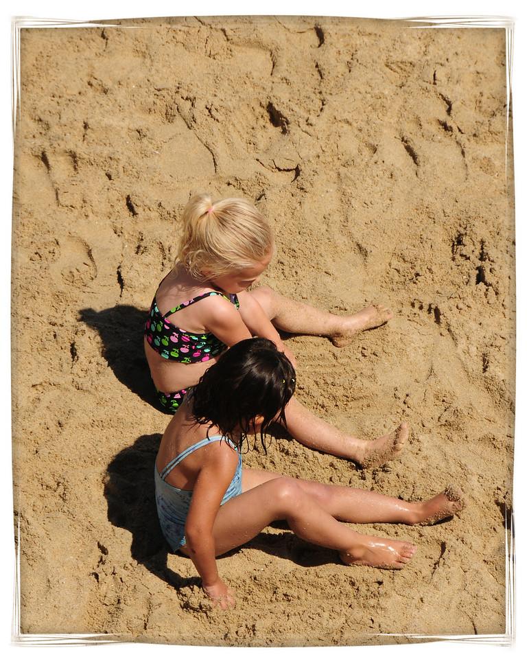 HUNTINGTON BEACH PIER_KIDS ON THE BEACH