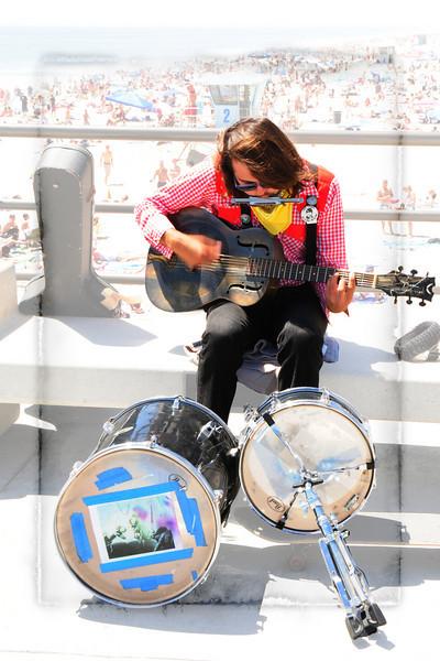 HUNTINGTON BEACH PIER_-MUSICIAN