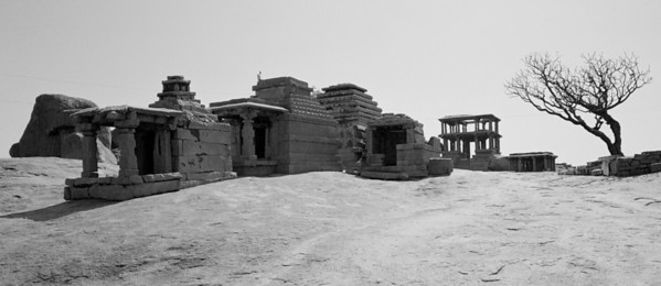 Hemakuta is located on a hill to the south of the Virupaksha temple. It has a very interesting collection of temples, single and two storied mandapams (four pillars and a roof).