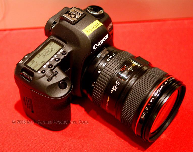 Canon5DII-RedBG_MFPC_O0Q6862
