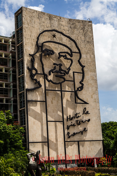 """Ernest """"Che"""" Guevara sculpture on Ministry of the Interior building"""