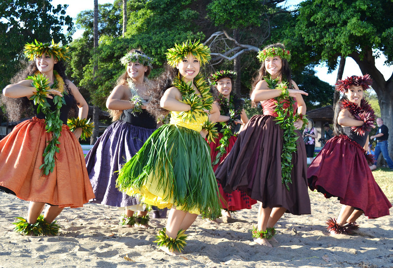 Hulu Dancers in Maui Hawaii