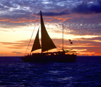 Evening Sailing Cruise near Waikiki Beach