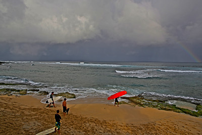 Surfers ready to take on Ho'Okipa Beach, Maui