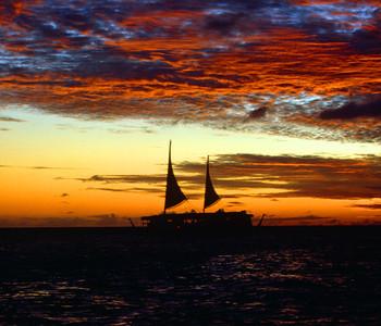 Evening Sailing Cruise near Waikiki Beach
