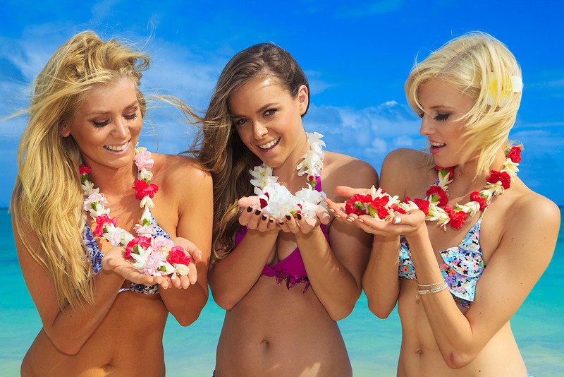 Aussie beauties enjoying the flowers of Hawaii