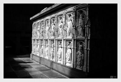 Parts of Margrete I's sarcophagus. / Deler av sarkofagen til Margrete I.