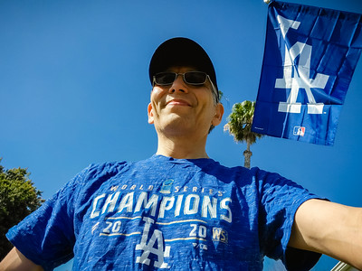 Dodgers Opening Day 2021 is here, so I've dressed for the occasion and put out our new flag