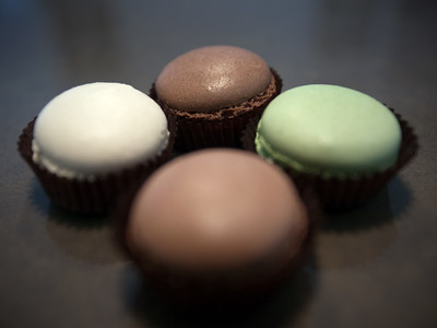 Primarily we wanted to try their macarons, but today they only had chocolate, vanilla, and green tea available.  Definitely not on the same level as Ladurée