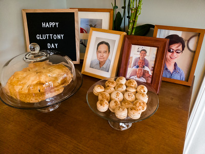 Placed near these particular photos, dessert looks like an offering to those who are no longer with us.  Our dads would definitely appreciate these...mine used to bake the apple pies we enjoyed every Thanksgiving.