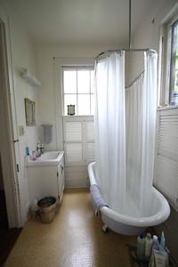 bath 108 SE 7th St
