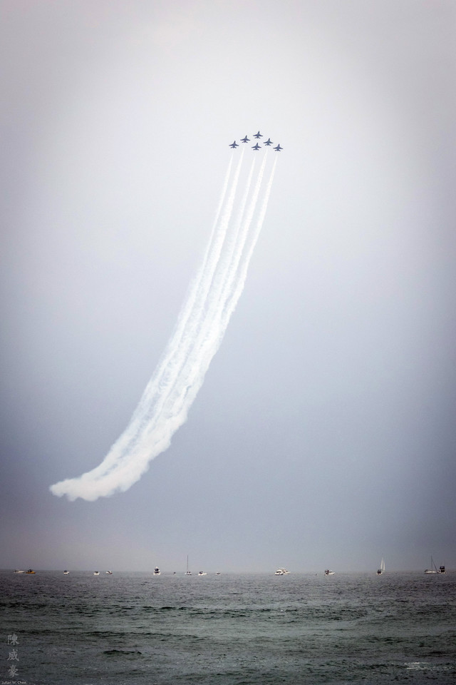 IMAGE: https://photos.smugmug.com/Photography/Huntington-Beach-Airshow-2016/i-jFPmD2V/0/X2/20161023-Canon%20EOS-1D%20X%20Mark%20II-1DX22880-X2.jpg