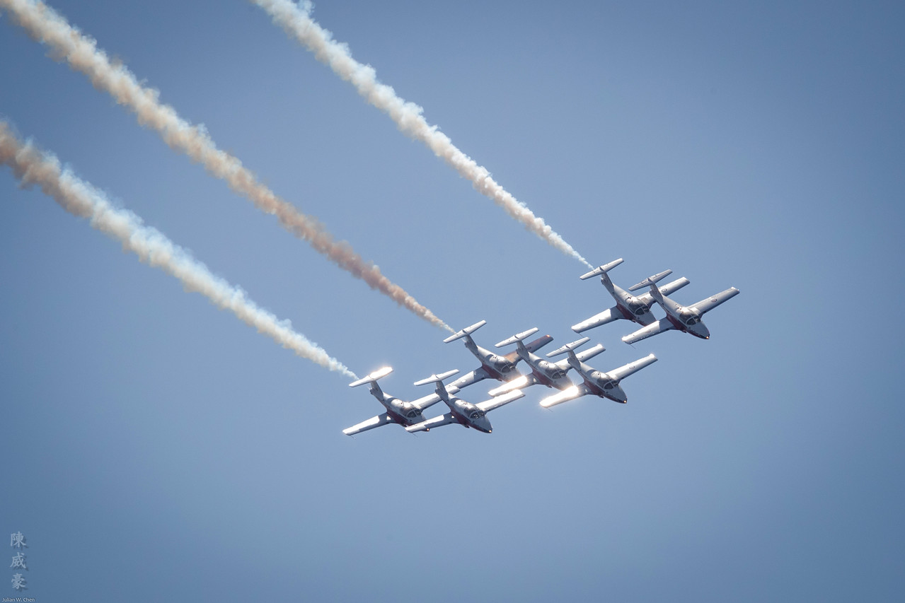 IMAGE: https://photos.smugmug.com/Photography/Huntington-Beach-Airshow-2017/i-2mwnH3p/0/e64ae60c/X2/20171001-Canon%20EOS-1D%20X%20Mark%20II-1DX28130-X2.jpg