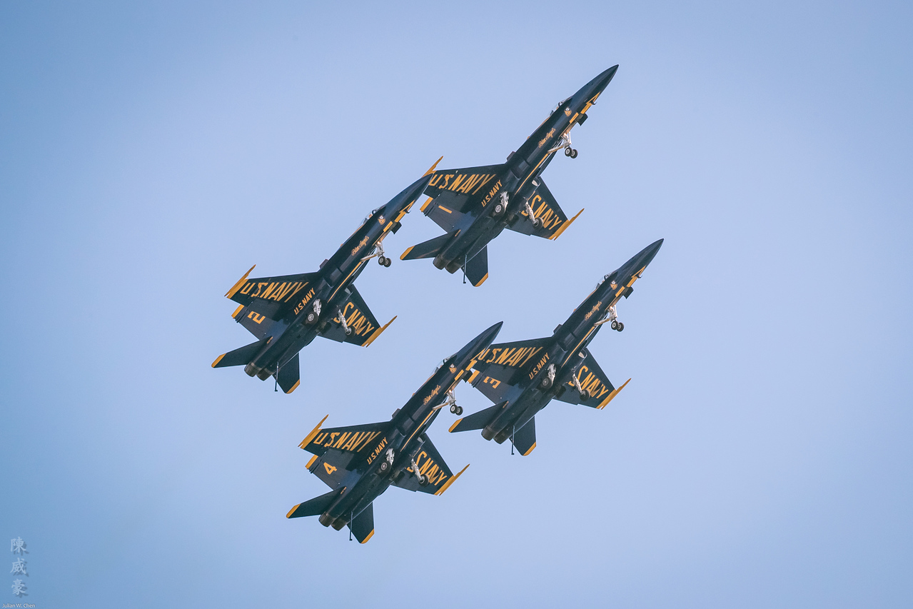 IMAGE: https://photos.smugmug.com/Photography/Huntington-Beach-Airshow-2017/i-83Nccvq/0/2038e1e1/X2/20171001-Canon%20EOS-1D%20X%20Mark%20II-1DX29566-X2.jpg