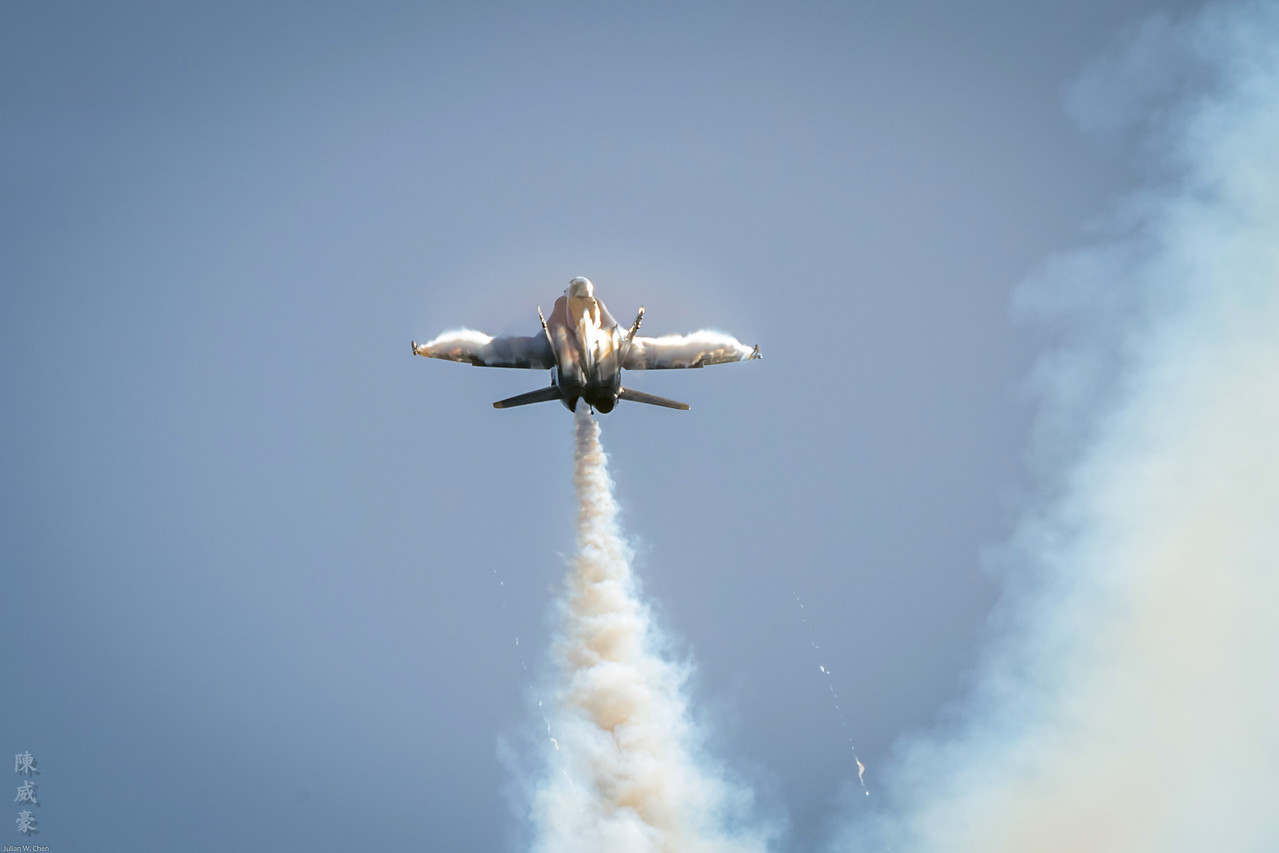 IMAGE: https://photos.smugmug.com/Photography/Huntington-Beach-Airshow-2017/i-99dLg4r/0/64f15de7/X2/20171001-Canon%20EOS-1D%20X%20Mark%20II-1DX20005-X2.jpg