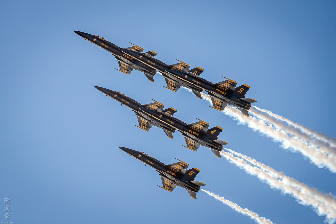 IMAGE: https://photos.smugmug.com/Photography/Huntington-Beach-Airshow-2017/i-BcHhwFf/0/810d22b8/X2/20171001-Canon%20EOS-1D%20X%20Mark%20II-1DX20720-X2.jpg