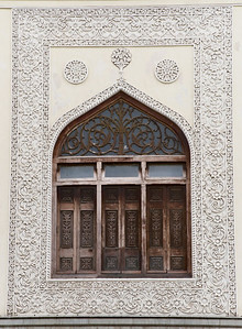 Detail around a window in the Chowmahalla palace