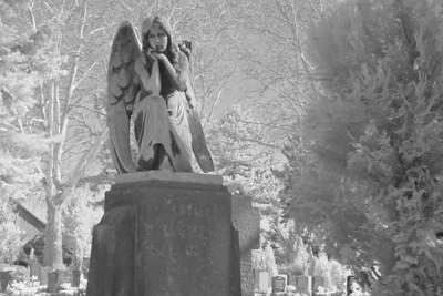 2005-04-01_04512 'Der wachsame Engel' - auf einem Friedhof in Leipzig'The Guadian Angel' - on a cementary in Leipzig (1)