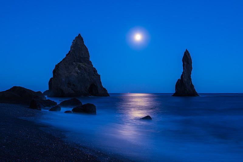 Ice 057 Reynisdrangur Moonrise