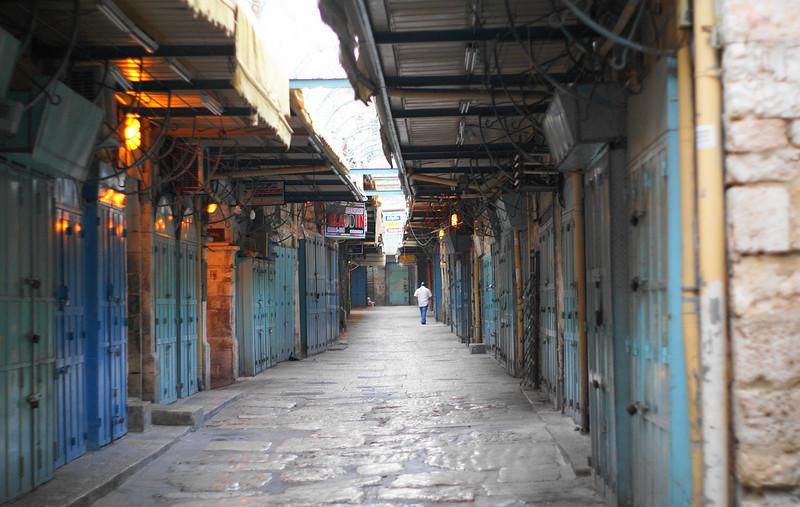 The marketplace awakens<br /> in old Jerusalem