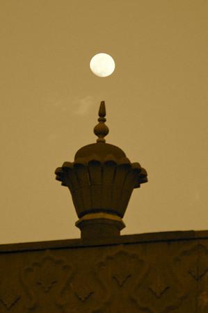 Moon over Taj Mahal complex