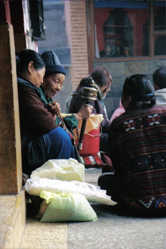 Tibetan women in exile, Majnu-ka-tilla