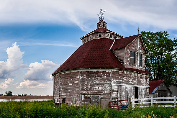 Shelby County Round Barn