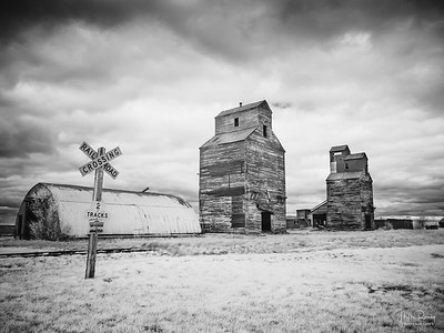 Abandoned grain elevators, Montana