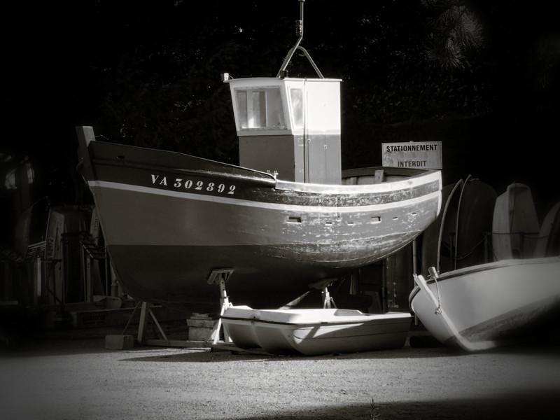 Stationnement interdit à Port Navalo, Morbihan (56)