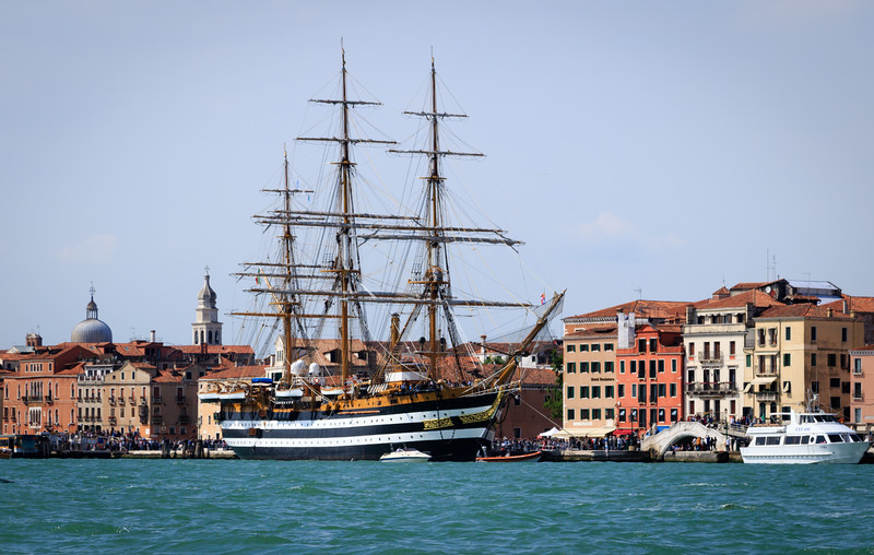 Americus Vespucci in Port