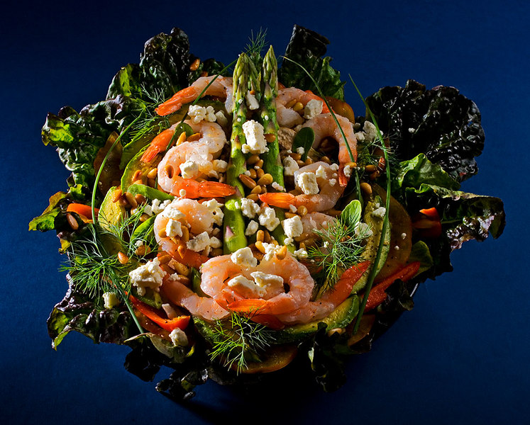 salad of shrimp, feta, avocado, heirloom tomatoes, and fresh greens ©Tomás del Amo 2007