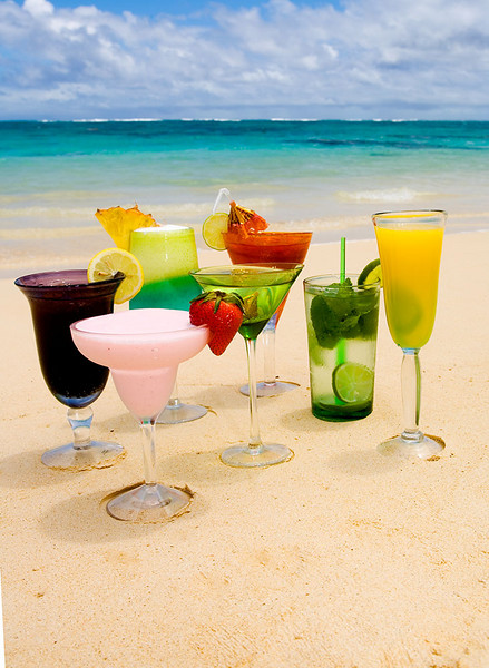 Tropical drinks on a sunny beach for Hawaii Home and Remodeling magazine.  ©Tomás del Amo 2007