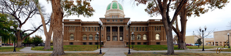 Panoramic of courthouse in Roswell, NM.