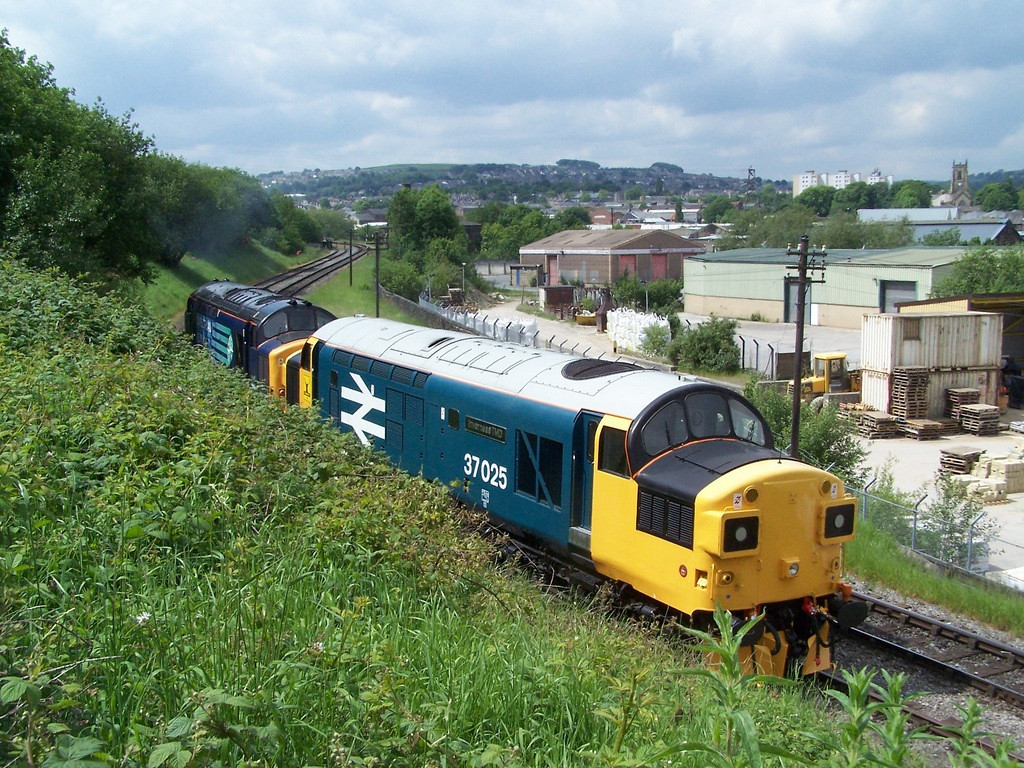 37025 and 37682, Keighley.