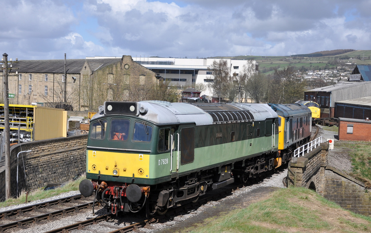 25278 and 25059, Keighley.