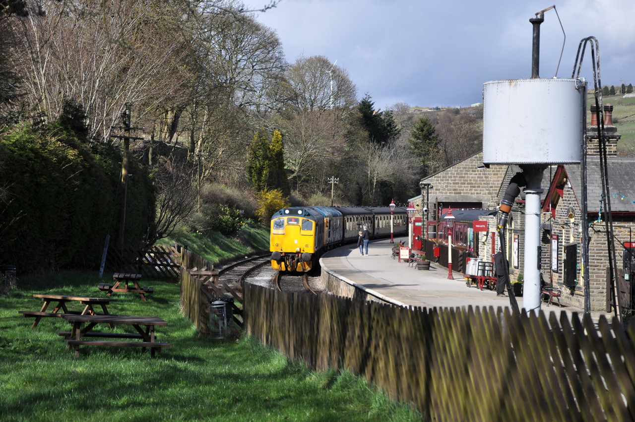 25059 and 26038, Oxenhope.