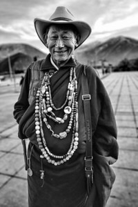 Necklace Seller,Jyekundo