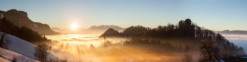 Hohenems Schloss Glopper mit Kapf und Schweizer Bergen