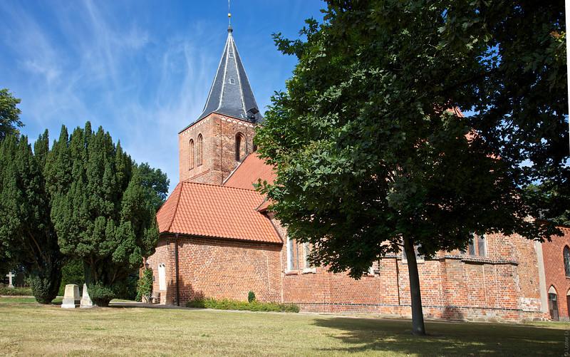 Dorfkirche St. Laurentius zu Kalkhorst 1