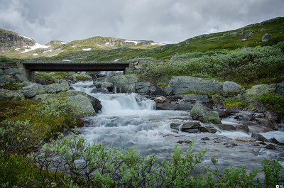 Waterfall along the road to the vally Koldedalen. / Foss langs veien til Koldedalen.