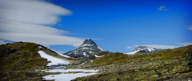 View at the mountain Uranostinden. / Utsikt mot Uranostinden.