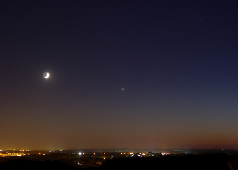 "Night after the conjunction of Luna, Venus, and Jupiter.  4 shots stacked for noise reduction, f/2.8, 5"", iso 100"