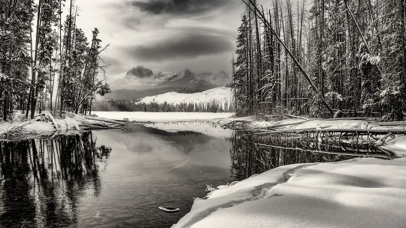 Snow fall over Little Redfish Lake from the outlet