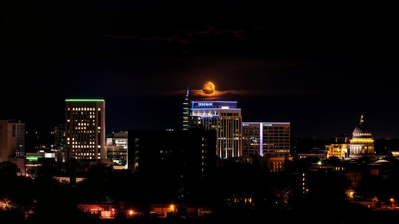 Moon over Boise City moon set