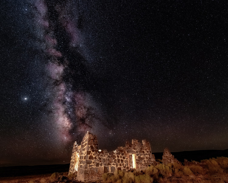 Milky way over the Wickahoney stage stop in the Idaho desert